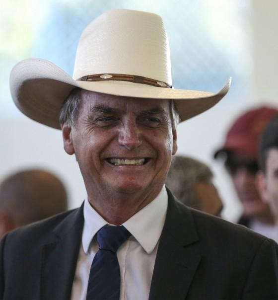 Bolsonaro reduz salário mínimo mas garante que perdoará a dívida de R 17 bi de ruralistas Bolsonaro reduz salário mínimo, mas garante que perdoará a dívida de R$ 17 bi de ruralistas